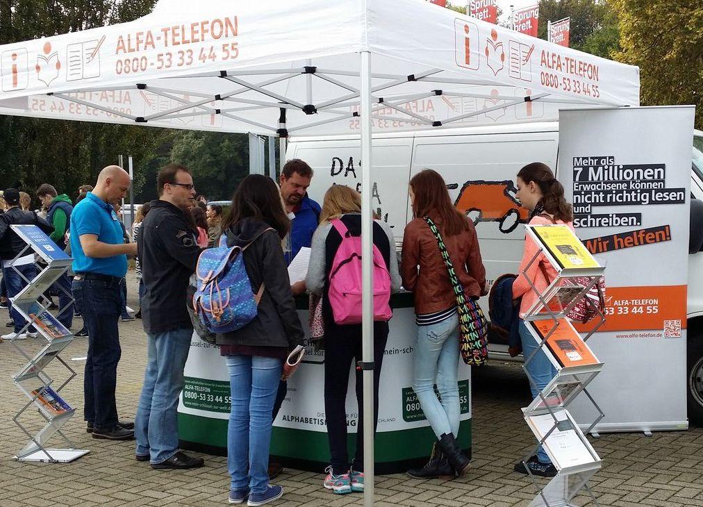 Die Selbsthilfegruppe Ludwigshafen-Mannheim (SaLuMa) e.V.  auf der Ausbildungsmesse Sprungbrett 2014
